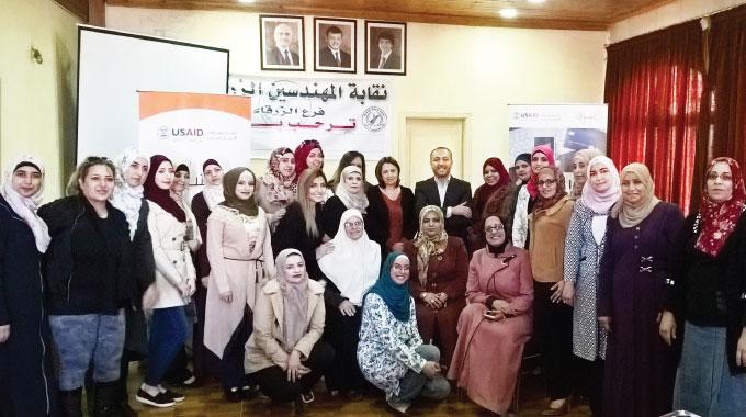 تخريج الفوج الأول من رائدات الأعمال في محافظة الزرقاء 2016