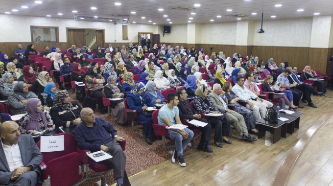 """برنامج اشراق """"إستراتيجيات التجارة الإلكترونية"""" في محافظة الزرقاء 2016"""